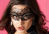 Maske mit Steinchen - Messing